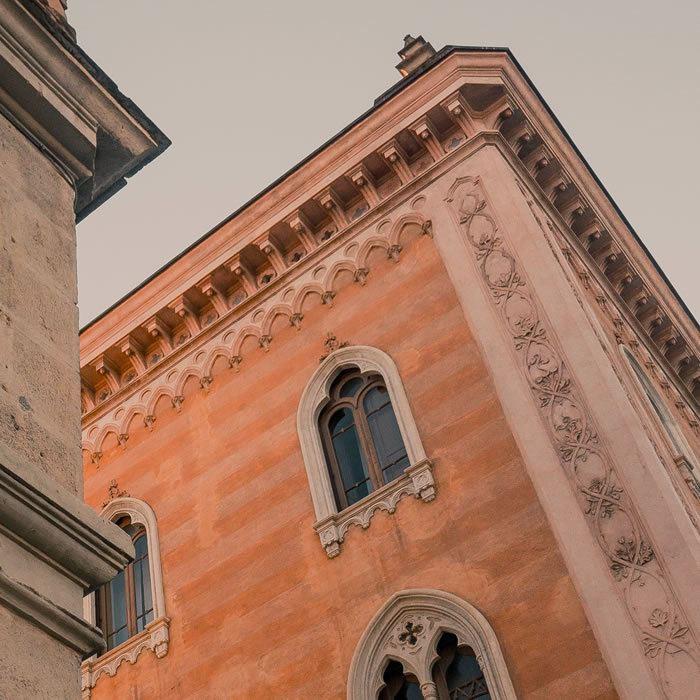 altro esempio di facciata storica con restauro conservativo